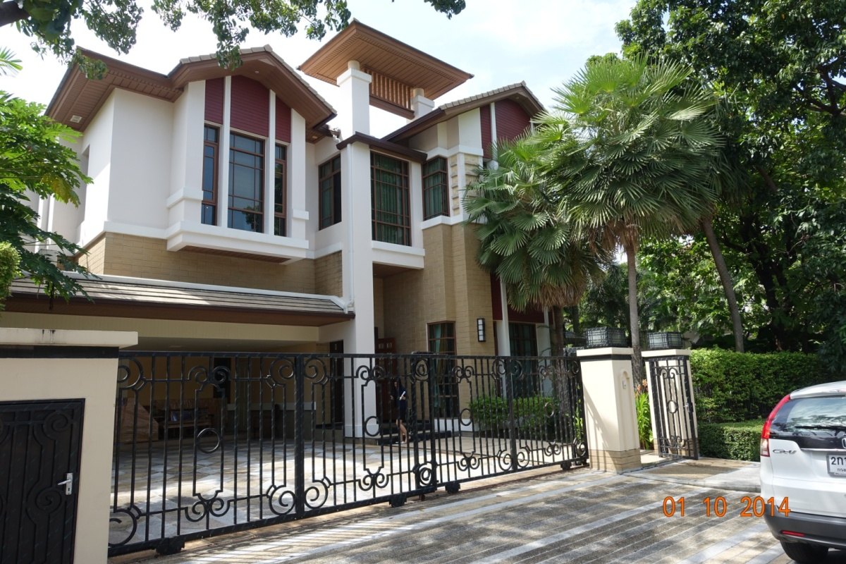 Luxury house for rent Baan Sansiri on Sukhumvit 67 with privete pool 4 bedroom